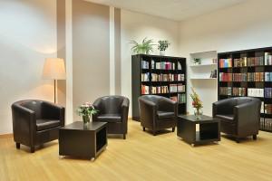 Clubraum mit Bibliothek